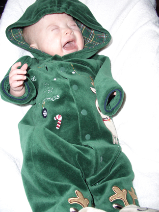 113007-christmas-outfit-cry.jpg
